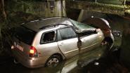 Auto knalt tegen brug van pompstation