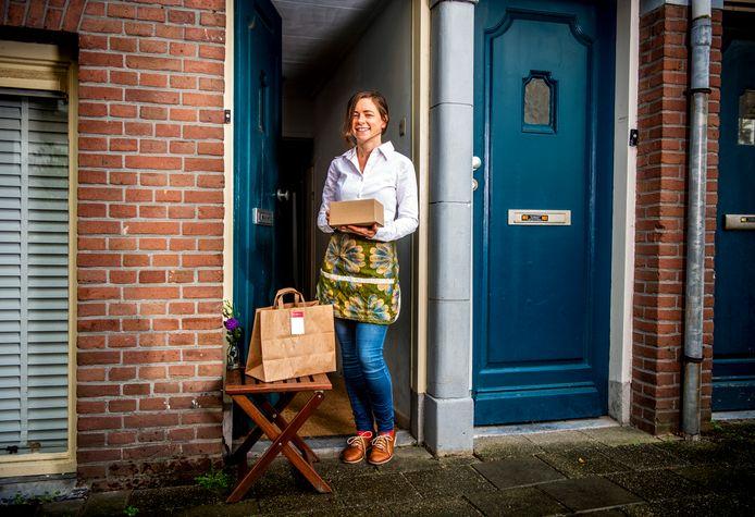 Nicole McMahon bereidt wekelijks nieuwe afhaalmenu's vanuit Schiedam, omdat ze op slag verliefd werd op het historische centrum van de stad.