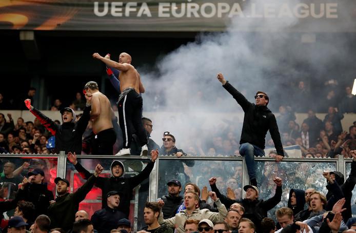 Fans van Ajax vieren het bereiken van de halve finale.
