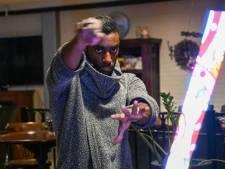 Lichtgoochelaar Jurgen Lantveld uit Nijkerk brengt licht in donkere dagen voor kerst