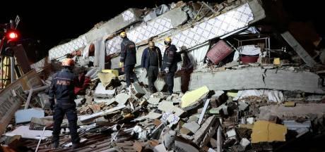 Dodental zware aardbeving Turkije loopt op, ruim 900 gewonden
