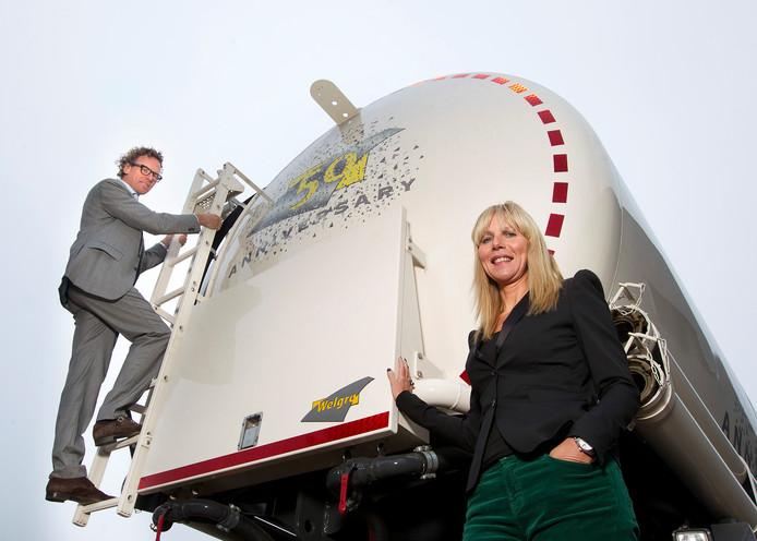 Wiljon en echtgenote Claudia Wellink in 2011 bij de 'julileumtruck', ontworpen ter gelegenheid van het 50-jarig bestaan van het Grolse bedrijf.