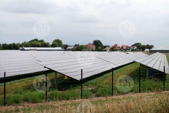 Het plan voor de aanleg van een zonnepark aan de Beumersteeg in Dijkerhoek stuit op verzet bij de omwonenden, maar krijgt steun van de politiek in Rijssen-Holten.