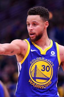 Stephen Curry gaat LeBron James  achterna