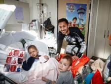 Patiëntjes WKZ onder de indruk van FC Utrecht-sterren met 'salaris van 100 euro per maand'
