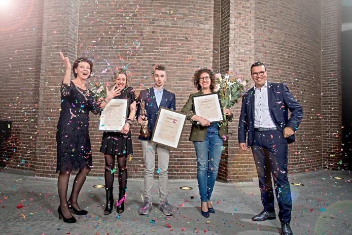 Burgemeester Elly Blanksma, Peggy van de Vijfeijken, Tommie Niessen, Aukje Kuypers en juryvoorzitter Paul van Rijn (vlnr).