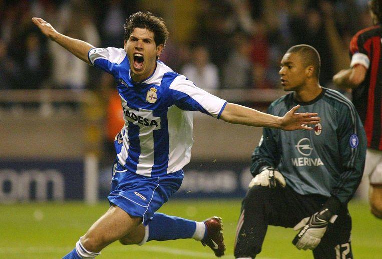 Albert Luque scoorde de derde goal voor Deportivo. (2004)