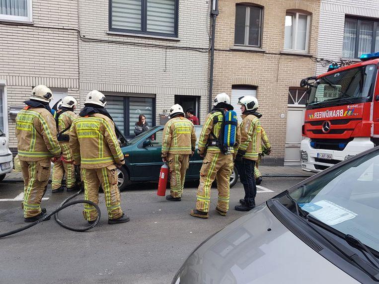 De brandweer koelde de wagen af.
