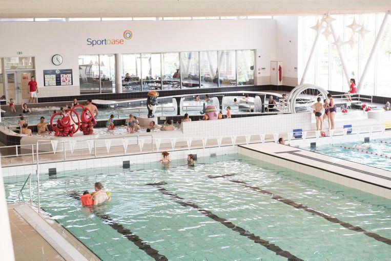Schoolzwemmen mag enkel in het grote bad en niet in de recreatiezone.