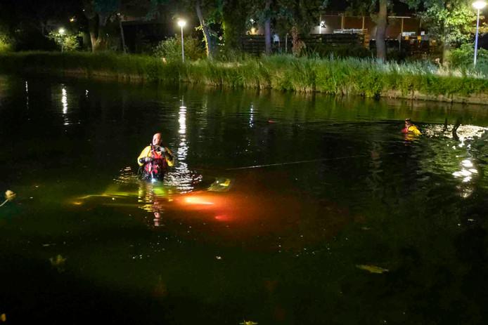 Auto te water in Eindhoven. Er zat niemand in het voertuig.