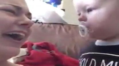 VIRAL: Deze schattige peuter wil zijn fopspeen wel delen, maar niet zomaar