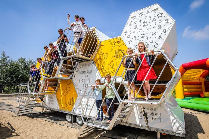Twintig gasten kunnen tijdens het openingsweekend blijven slapen in deze bijzondere tent in Nieuwpoort.