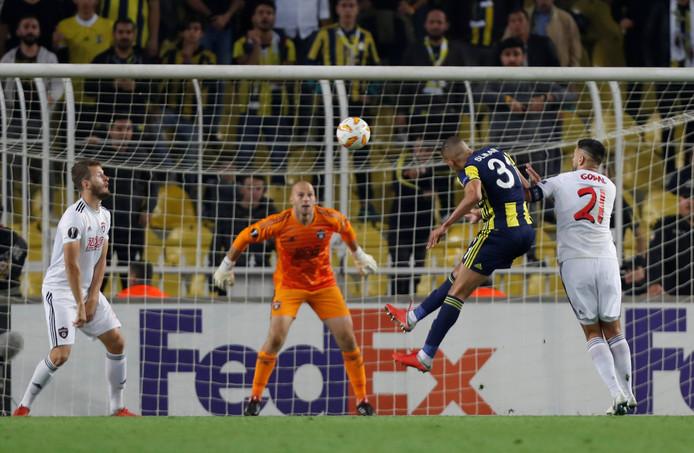 Slimani maakt zijn tweede doelpunt.