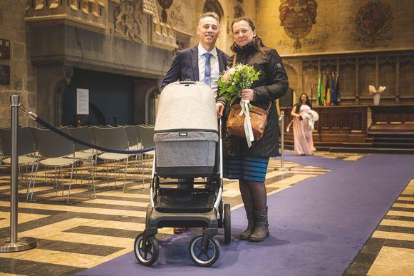 Delphine D'Hoker en Steven Van Nimmen huwden vanmorgen op het stadhuis