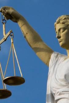Langdurig op moeder (87) zitten; celstraf en tbs met dwangverpleging