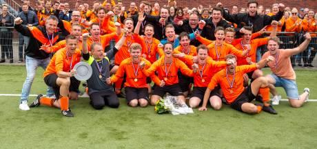 Unieke situatie in Wanneperveen: Oranje Zwart is voor het eerst derdeklasser