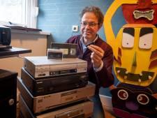 Lucratief in coronatijd: Erik (62) uit Aadorp brengt oude herinneringen weer tot leven op een stickje