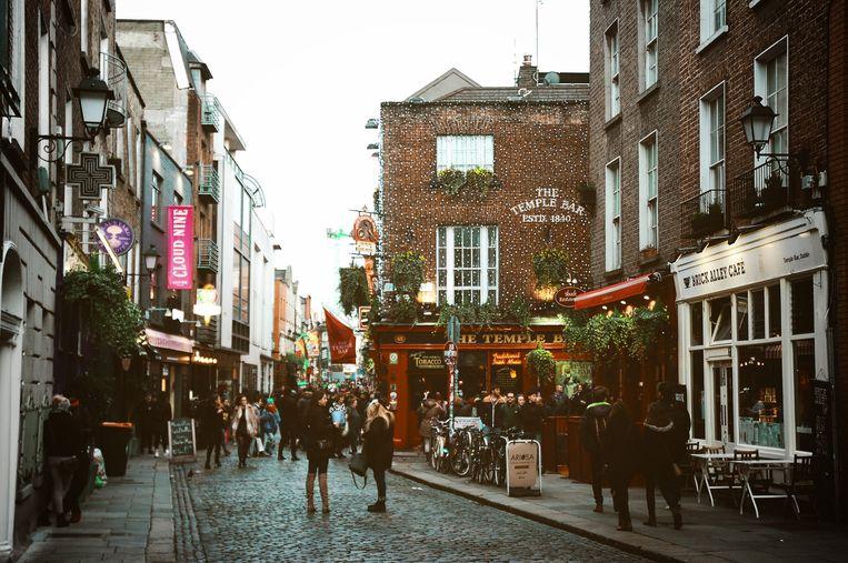 Straatje met restaurants in Dublin.