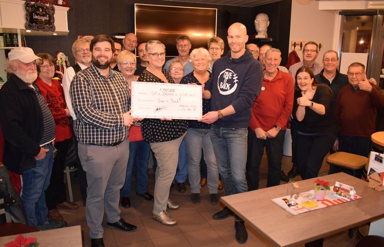 Sp.a Zelzate schonk 500 euro aan de vzw Give it Back.