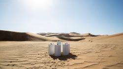 Ergens in de Namibische woestijn staat 'Africa' van Toto op een ultieme repeat