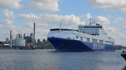 Waterpeil in kanaal Gent-Terneuzen zakt door aanhoudende droogte steeds verder: grote zeeschepen moeten lading overladen in Terneuzen