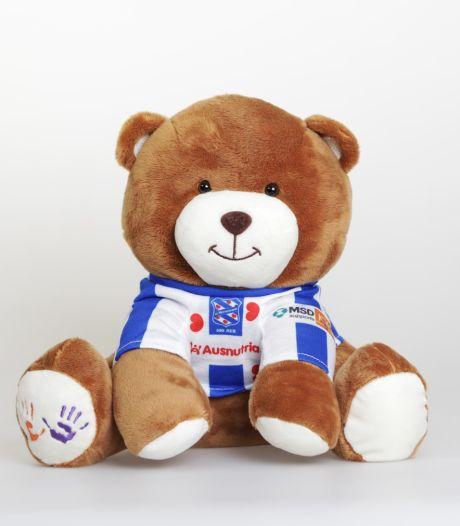 MSD zet 15.000 teddyberen op lege tribunes Heerenveen voor KiKa
