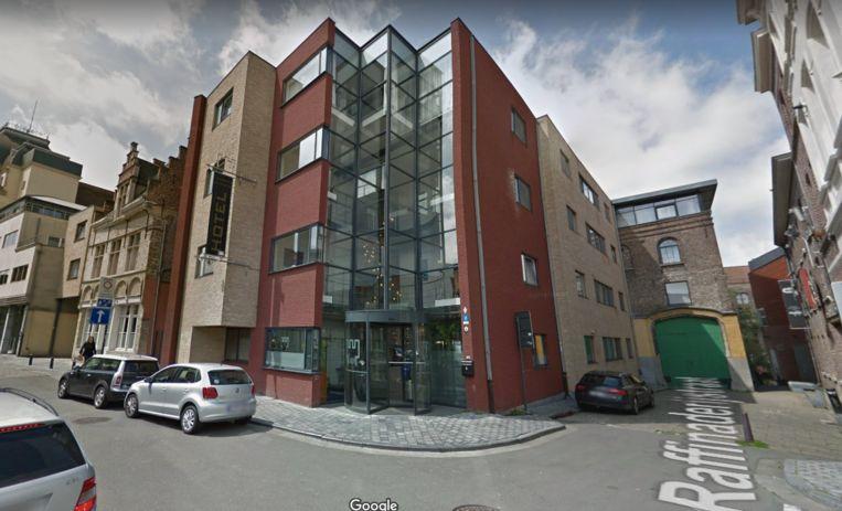Didier De Witte liet onder meer geld overschrijven naar een zwarte rekening van het Ghent River Hotel in de Waaistraat.
