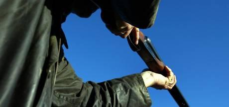 Boswachter mishandeld met krukje door illegale jager: 'Ik sla je kapot'