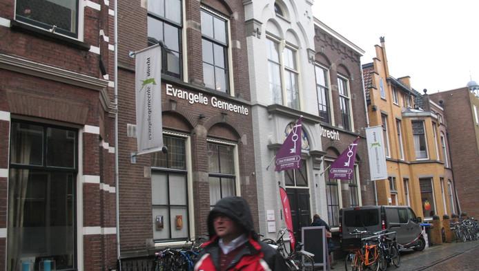 Het pand van de Evangelie Gemeente Utrecht (l) aan de Boothstraat.