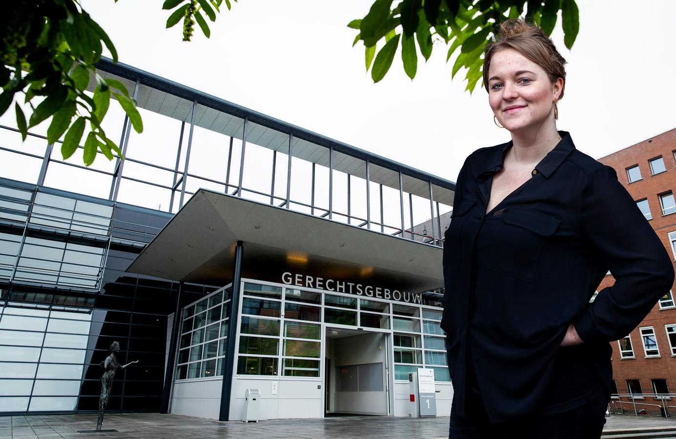 Emma Thies bezoekt wekelijks een zaak in de rechtbank