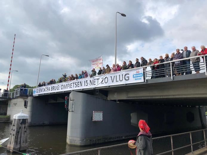 Protest vanaf de brug