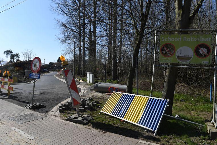 De asfaltlaag in de Vrijheidsstraat kon op het nippertje wel nog worden aangebracht.