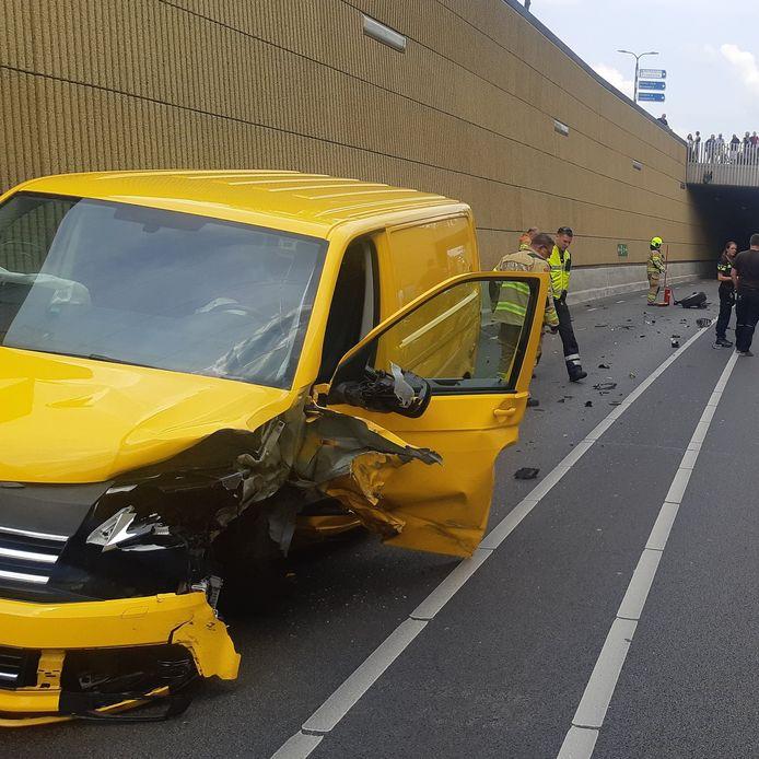 De auto raakte zwaar beschadigd door het ongeval in de N348 bij Dieren.
