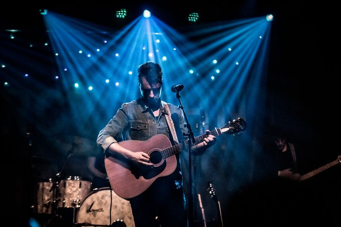 Mercy John tijdens een eerder optreden. Donderdag 23 januari staat hij met zijn eigen americana-muziek in Gebouw-T in Bergen op Zoom.