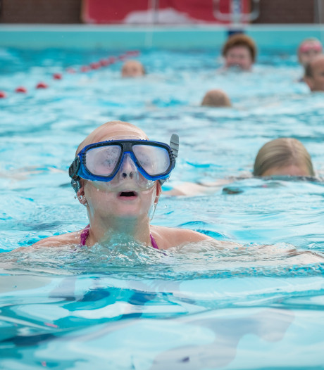 Nooit eerder kwamen er zoveel mensen zwemmen bij De Hokseberg in 't Harde