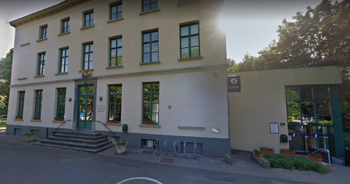 Het dienstencentrum van Wondelgem. Naar de trouwzaal geraak je alleen via het politiekantoor, rechts.