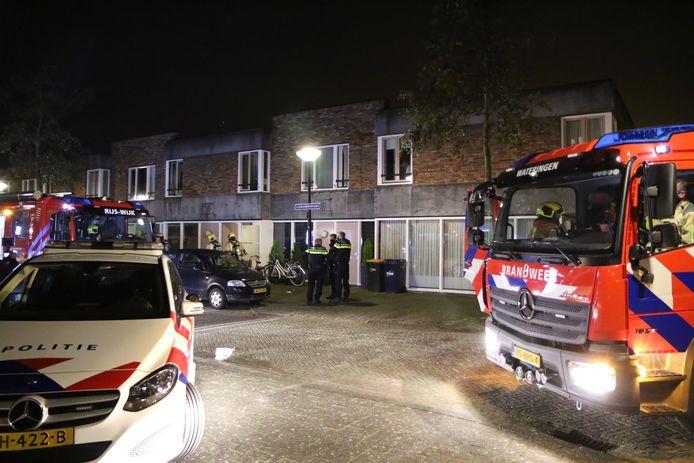 Bij een brand in een slaapkamer aan de Lisdoddestraat in Den Haag is een bewoner gewond geraakt.