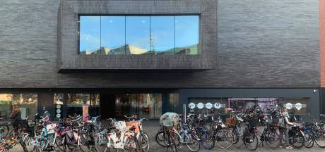 Politieke partij Denk is 'helemaal klaar' met fietsenzee op het Eemplein