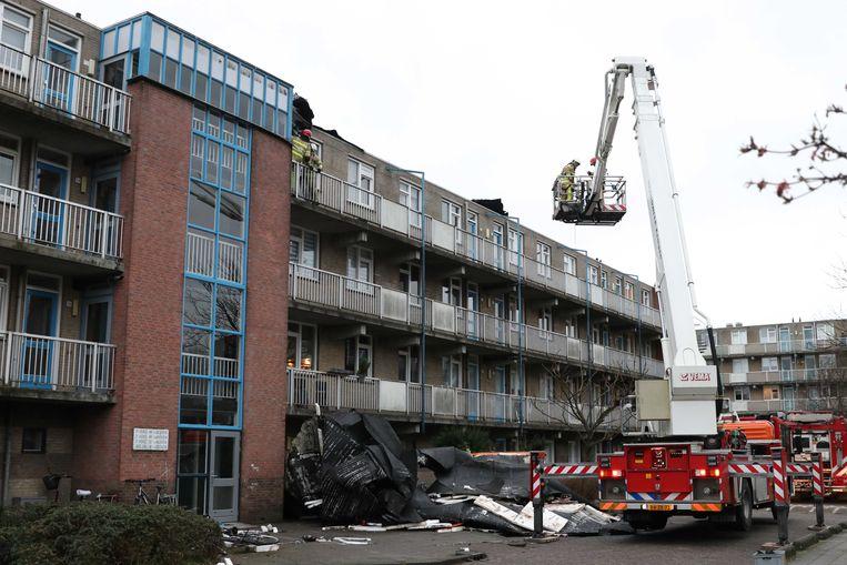 Schade aan een flat in Emmeloord door storm Ciara.  Beeld ANP