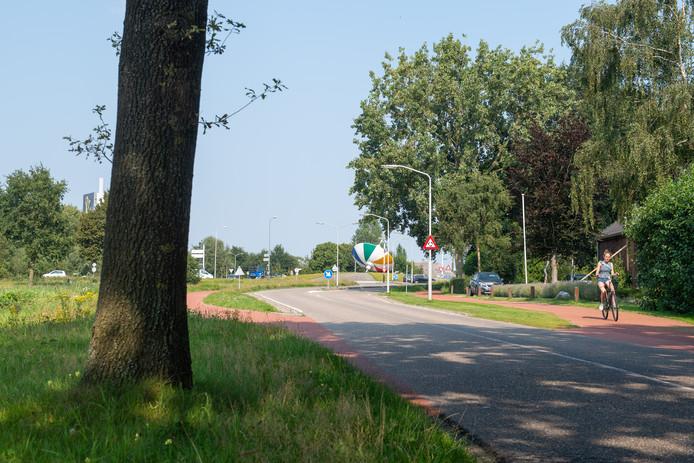 De Stelvenseweg richting de bromtol rotonde in Oosterhout.