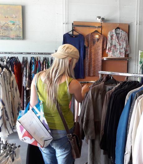 Bijna 100 klanten Voedselbank in het nieuw gestoken bij Dress for Succes