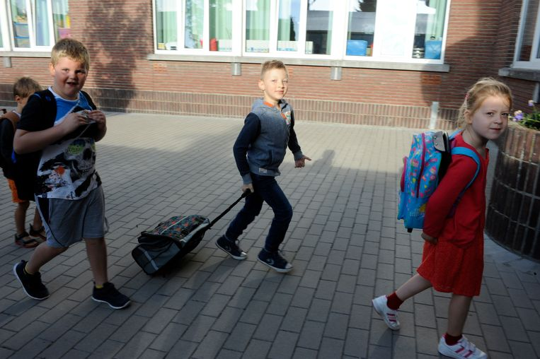 Xander is moeilijk te been, maar kan wel stappen. Op de eerste schooldag wilde hij dan ook niet in zijn rolstoel naar school.