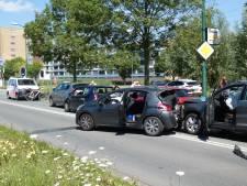 Grote kettingbotsing in Veenendaal: vijf auto's op elkaar geklapt