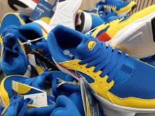 Felgekleurde slippers, sokken en sneakers van Lidl vliegen de deur uit: 'Cheap, dat is grappig!'