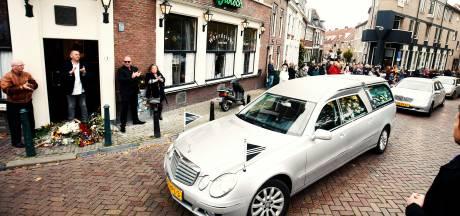 Utrecht betuigt laatste eer aan legendarische kroegbaas Hans (70): 'Er was niemand zoals hij'
