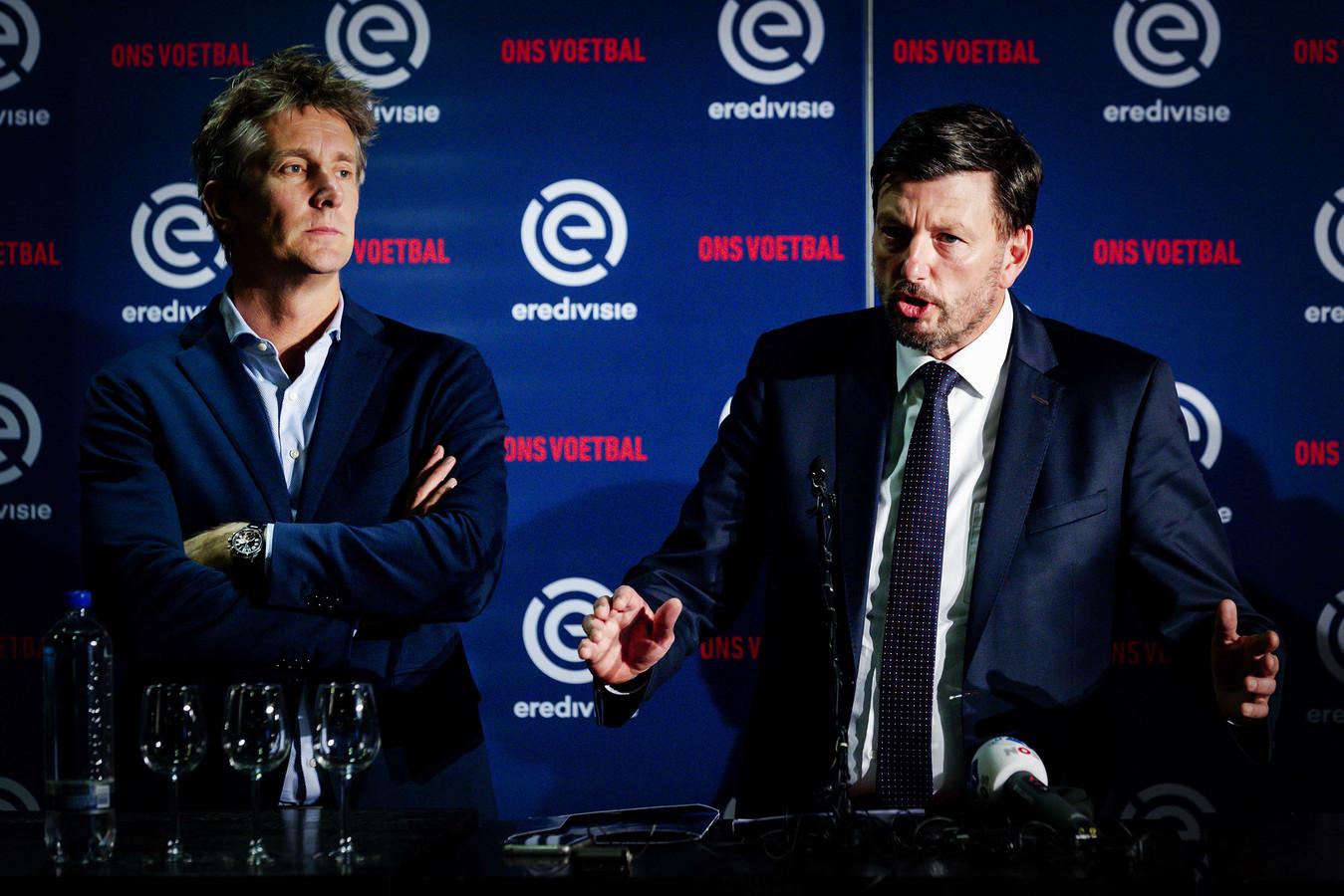 Directeur Edwin van der Sar van Ajax en Jacco Swart (hier nog directeur van Eredivisie CV) op archiefbeeld.