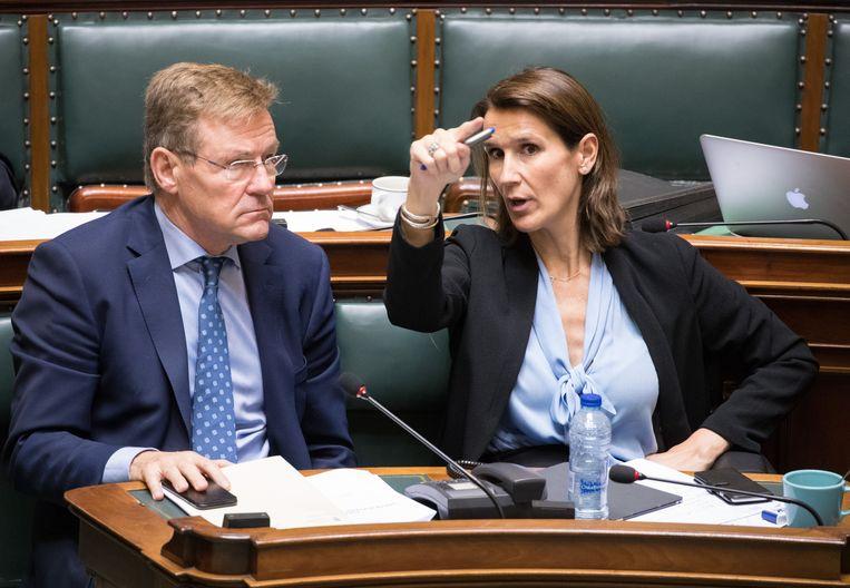 Minister van Financiën Johan Van Overtveldt (N-VA) en minister van Begroting Sophie Wilmès (MR).