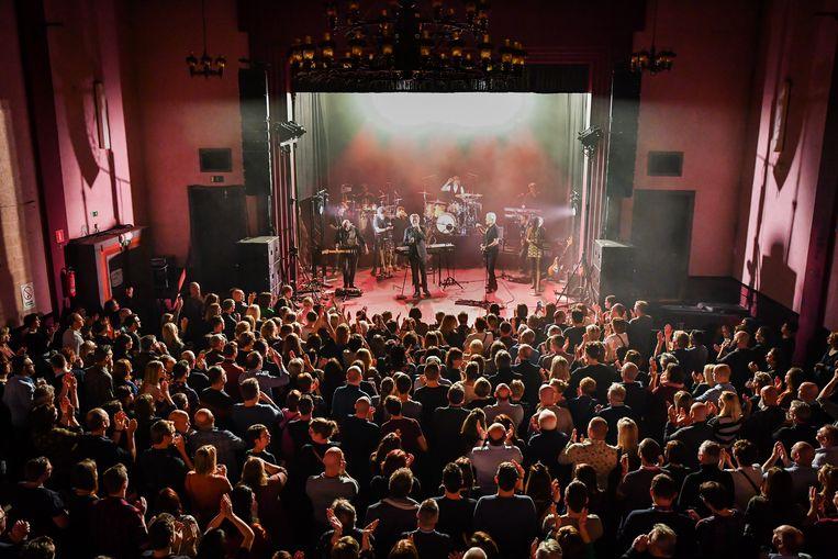 Ook voor het concert van De Mens zou Zaal Lux volledig vollopen