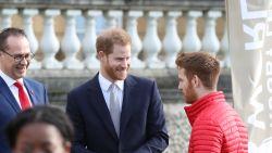 Alsof er een last van hun schouders valt: prins Harry werkt laatste opdracht in Engeland af