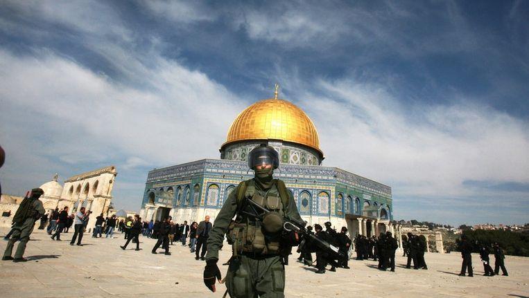 Israëlische politie bij de Rotskoepelmoskee. Beeld epa